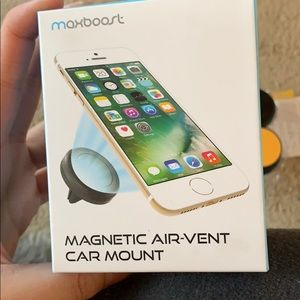 Accessories - magnetic air-vent car mounf